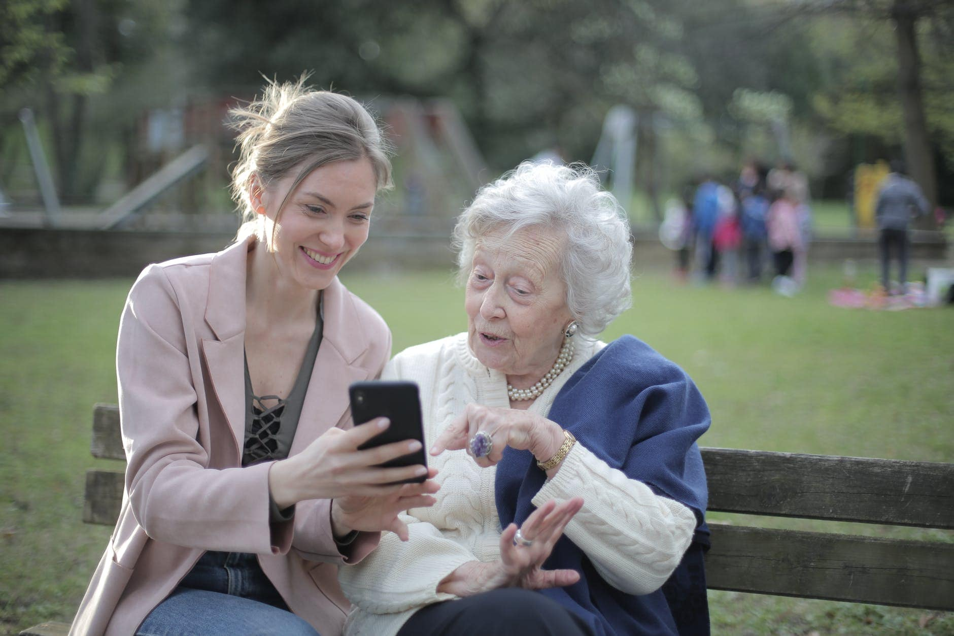 年龄、健康与幸福之间的关系